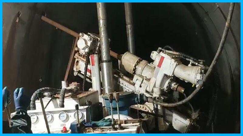 架柱式液压回转钻机